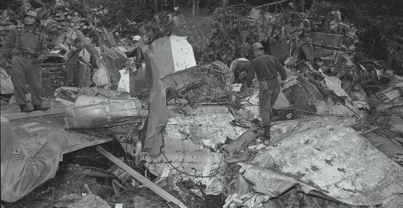 WSJ Archive: 30th Anniversary of Japan Airlines Flight 123 Crash ...